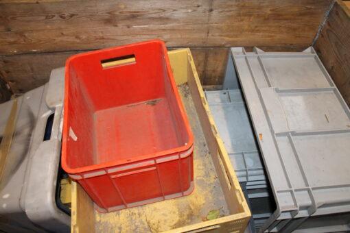 Brugte assorterede plastkasser