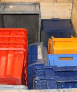 brugte assorterede plastkasser 16 stk.
