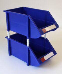 Blå plukkasser samlet med mellenstykker