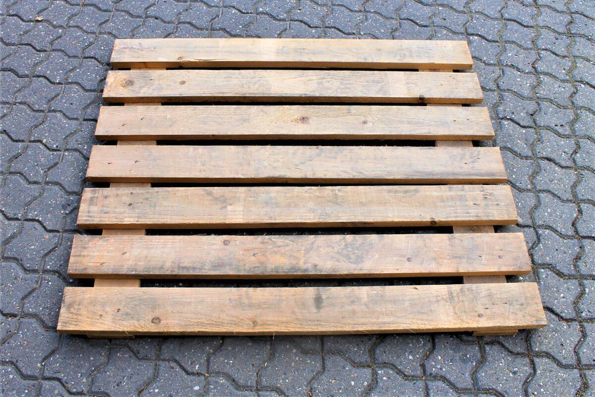 Brugt nedfaldsbeskyttelse i træ på 1060x900mm