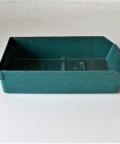 Brugt grøn plastkasse